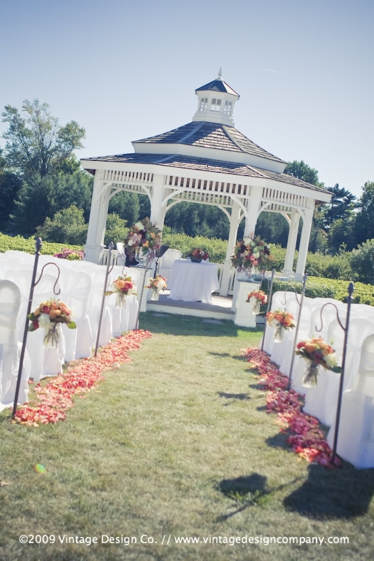 Vintage Design Co. // Niagara-on-the-Lake Wedding Flowers // Riverbend Gazebo
