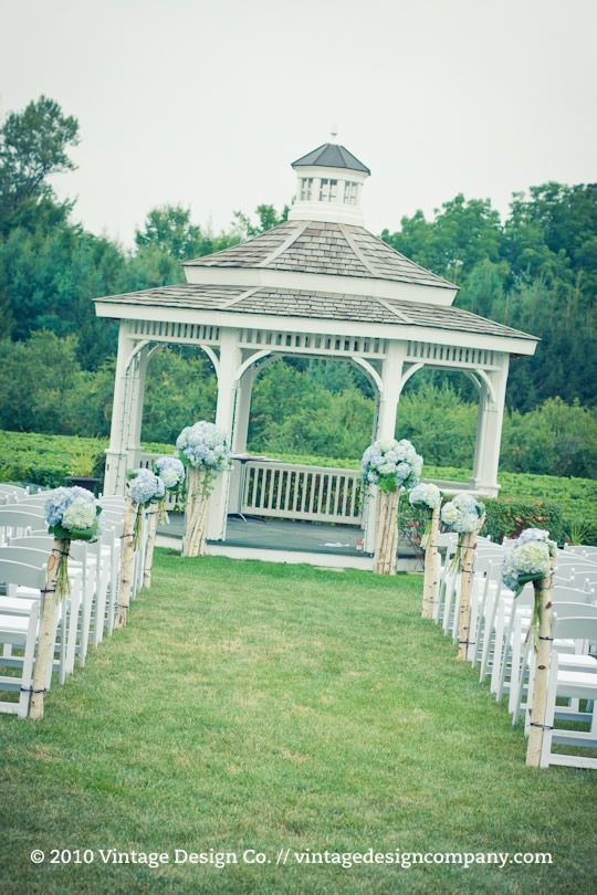 Niagara on the Lake Wedding Florist // Wedding Ceremony at Riverbend Inn Gazebo