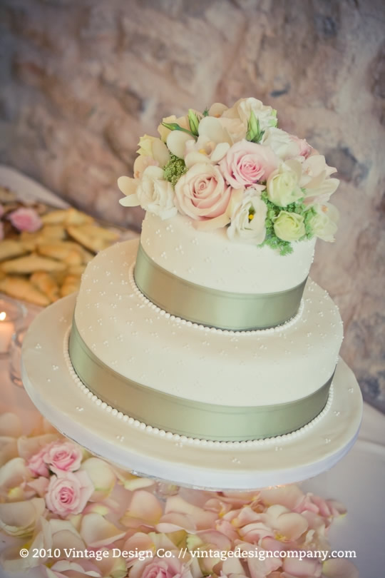 Niagara Wedding Florist // Vineland Estates Carriage House Wedding Reception 4