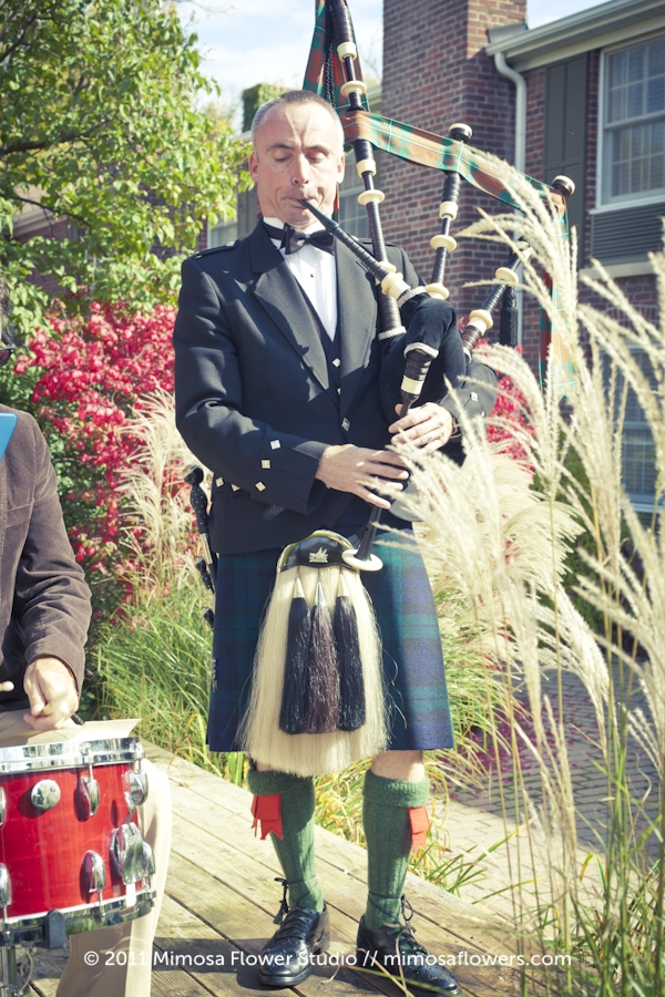 Wedding Ceremony at Pillar and Post Rose Garden with Bag Piper