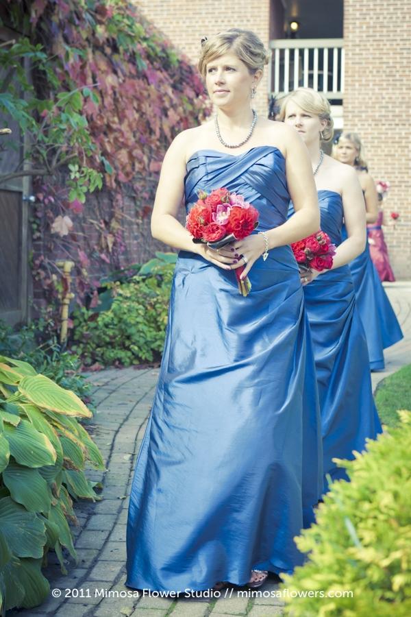 Red, crimson and merlot Bridesmaid's Bouquet - 4
