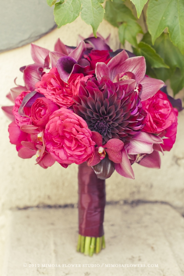 Dramatic and romantic bride's bouquet red, burgundy and black